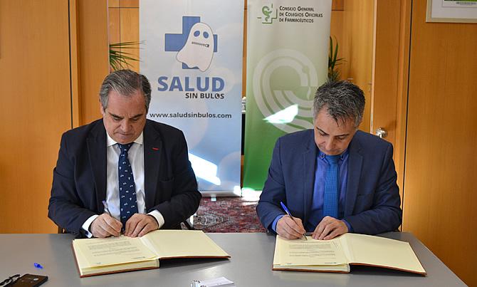 Presidente del Consejo General de Colegios Farmacéuticos, Jesús Aguilar Santamaría y Carlos Mateos, coordinador de la iniciativa #SaludsinBulos.