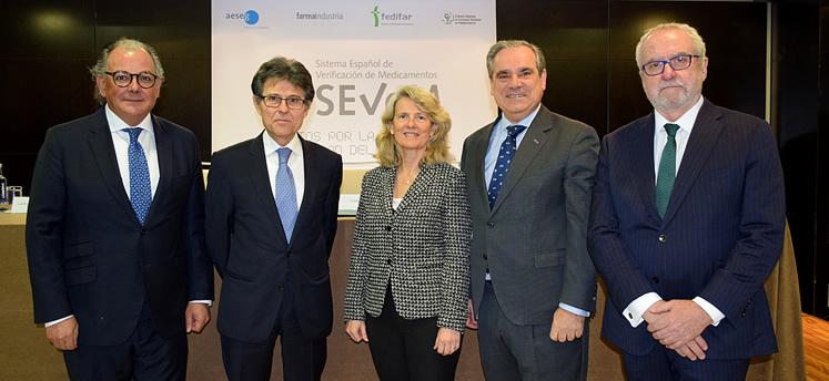 Representantes del SEVeM, Farmaindustria, AESEG, FEDIFAR y el Consejo General de Colegios Oficiales de Farmacéuticos (CGCOF).